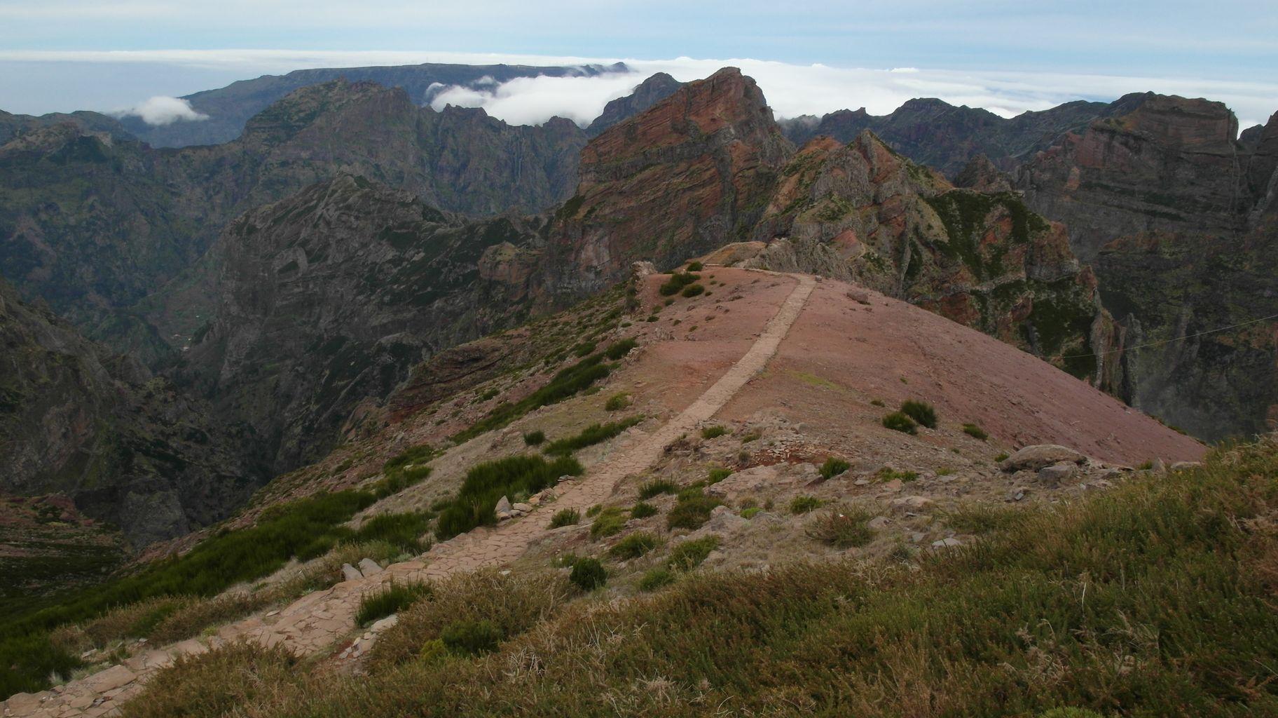 Droga z Pico Arieiro do Pico Ruvio
